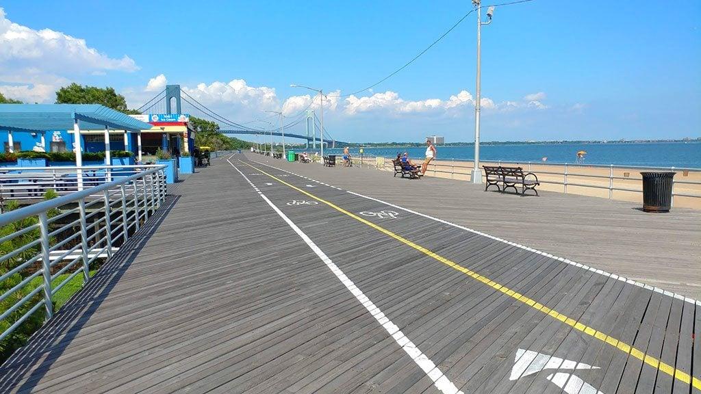 board walk de South Beach à Staten island